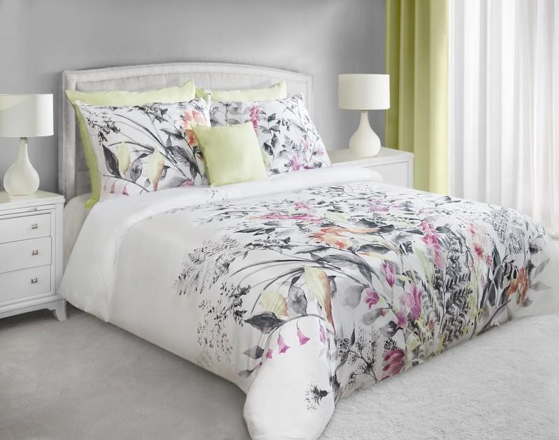 Motywy roślinne w sypialni mogą być reprezentowane przez tekstylia. Zobacz, gdzie kupić piękne tekstylia z wiosennym wzorem.