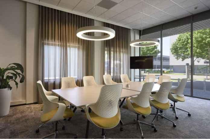 Sprawdź, jakie oświetlenie do biura będzie najbardziej odpowiednie? Oto nasze porady.