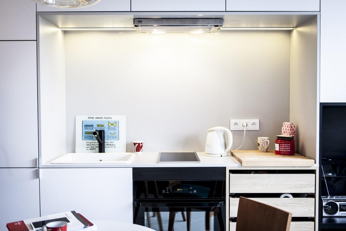 Obrazy w kuchni mogą stać lub wisieć. Zobacz, gdzie kupisz designerskie obrazy.