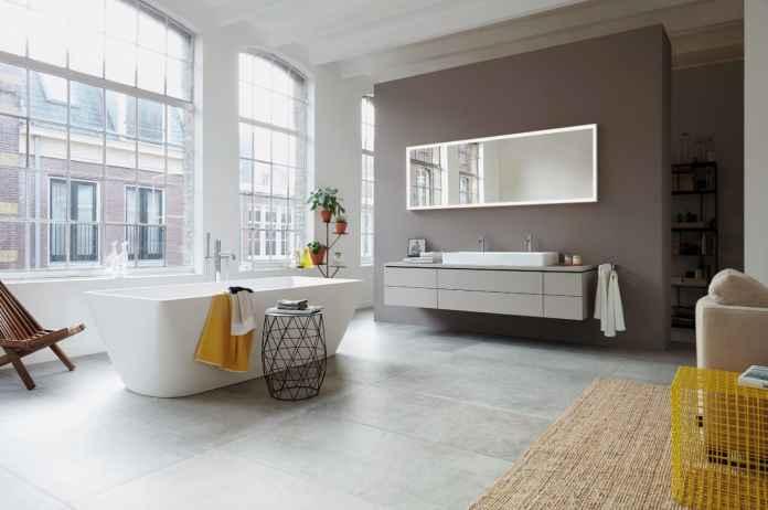 Oświetlenie lustra w łazience jest niezwykle ważne. Sprawdź czym są lustra z oświetleniem zintegrowanym.