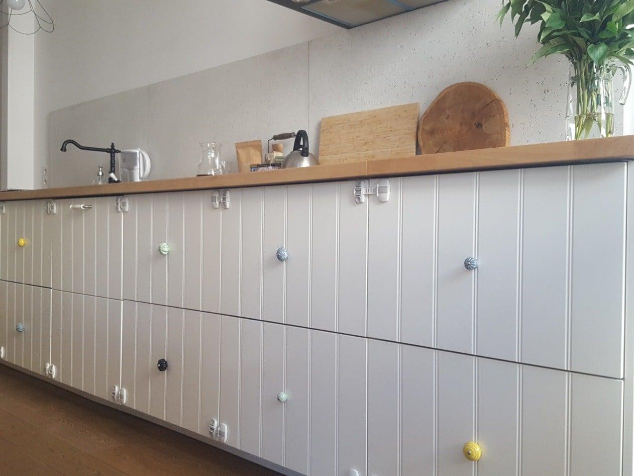 Zobacz, jak uchwyty do szafek kuchennych - drobna, lecz zaskakująca zmiana w kuchni potrafią odmienić aranżację kuchni.