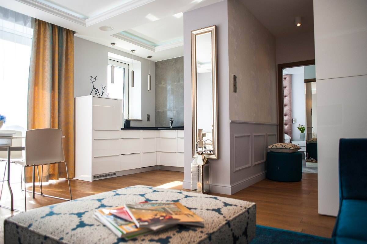 Podoba ci się klimat francuskiej kamienicy? Zobacz jak urządzić wnętrze w stylu paryskim.