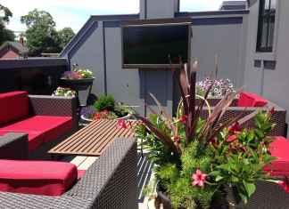 Planujez odpoczynek na balkonie? prawdź, gdzie kupić meble i dodatki na balkon.