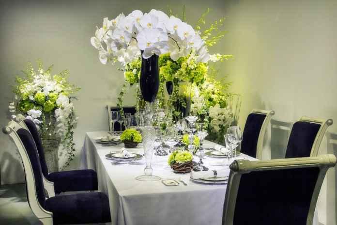 Szukasz pomysłu na ozdobienie stołu? Sprawdź nasz przepis na dekorację stołu w stylu glamour.