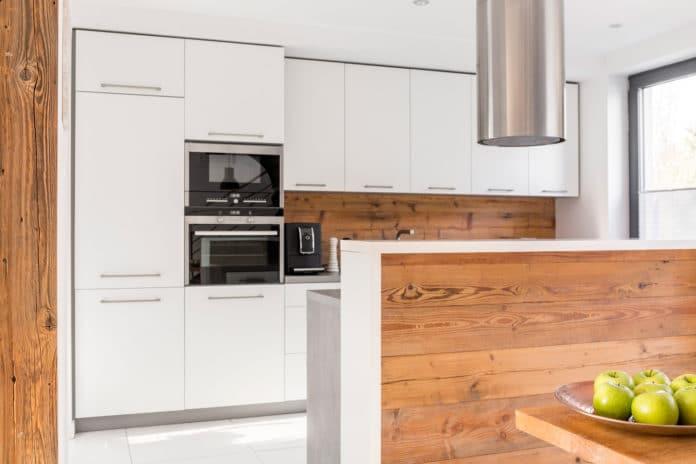 Wyspa kuchenna w małej kuchni