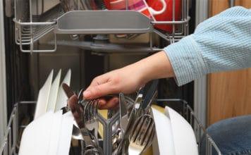 Jak wyczyścić zmywarkę? Domowe i komercyjne sposoby