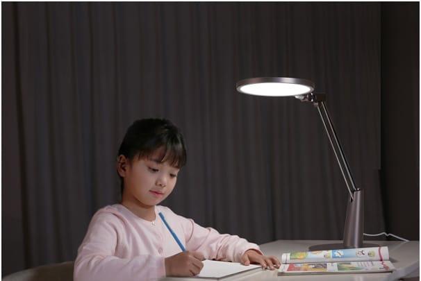 oświetlenie biurka dziecka