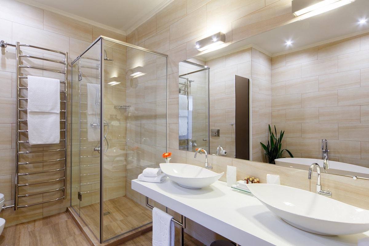 Problem z przeciekającą kabiną prysznicową