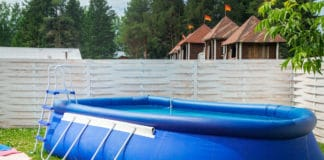 Jak dbać o przydomowy basen?