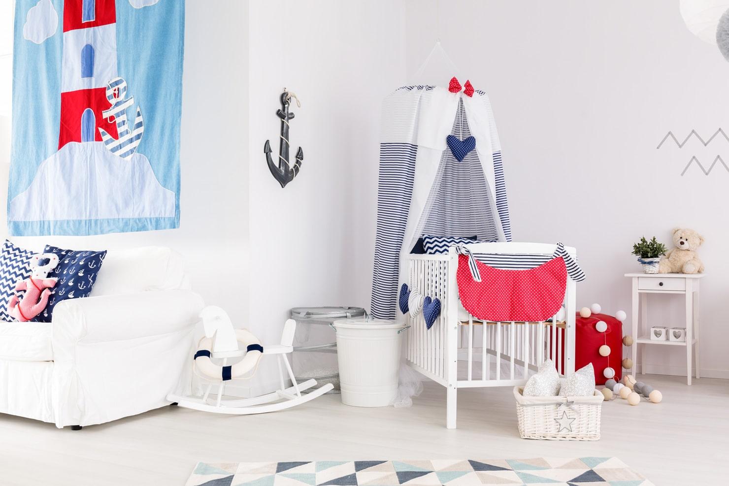 Elementy marynistyczne w pokoju dziecka