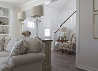 Różne modele sof skórzanych do salonu