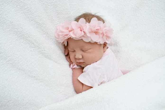 Kołdry, poduszki i ręczniki dla małego dziecka – jakie materiały wybrać?