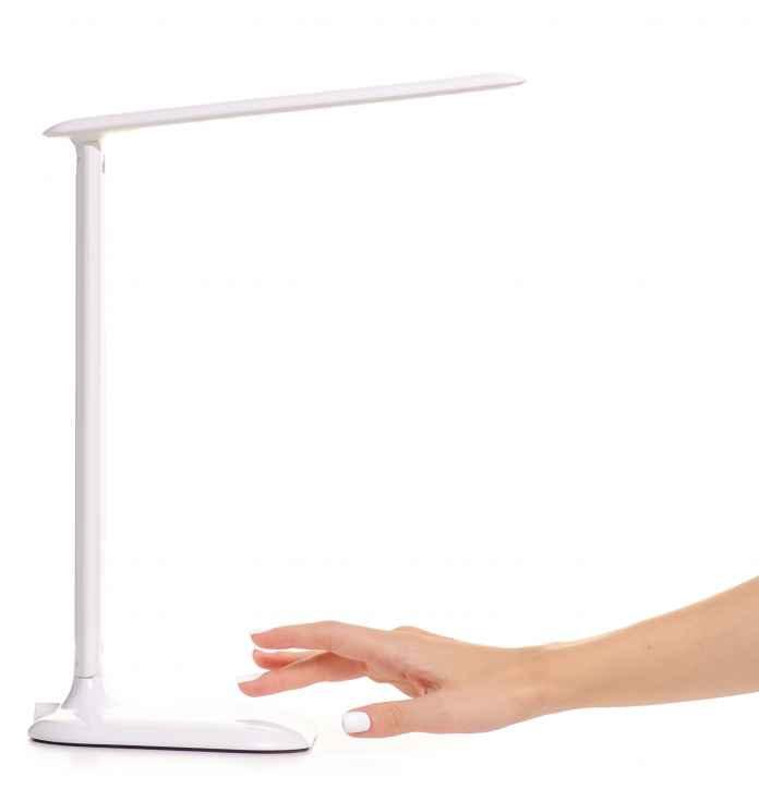 Jak wybrać lampkę biurkową LED? Ile lumenów dostarczy odpowiednie oświetlenie?
