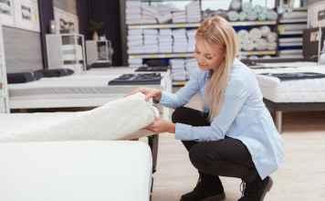Czym kierować się dobierając materac i poduszkę do swojej sypialni?