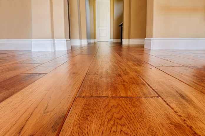Listwy przypodłogowe drewniane - jakie sprawdzą się w codziennym użytkowaniu?