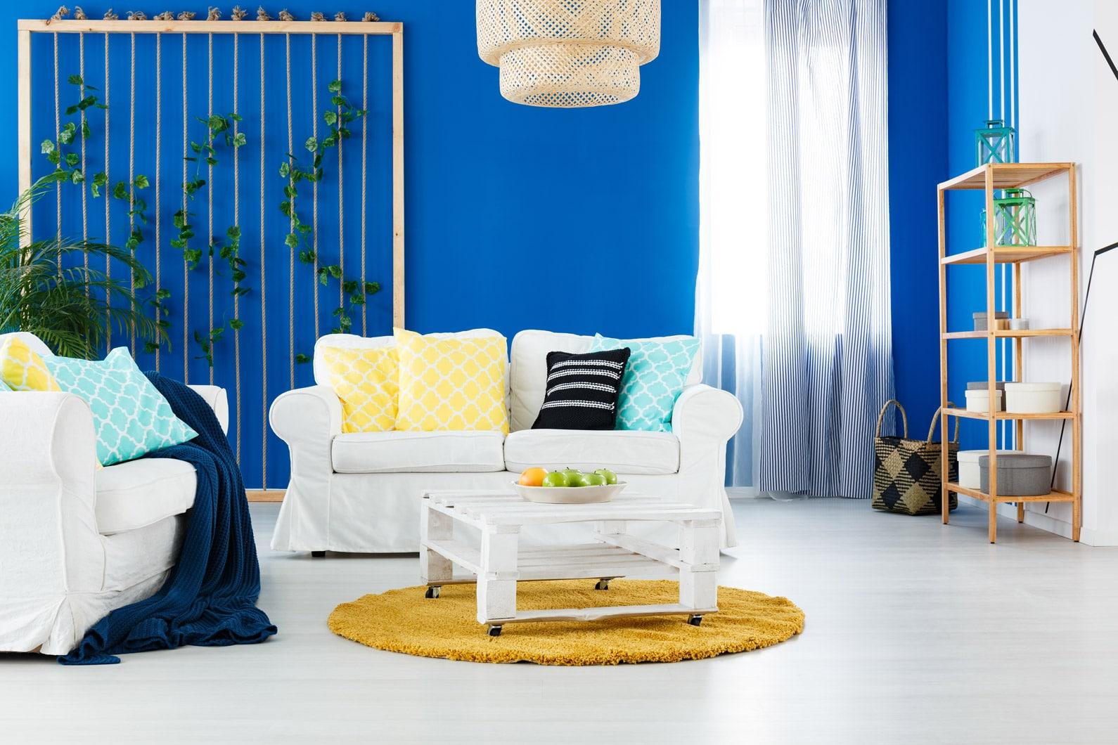 niebiesko biała sypialnia dla nastolatka