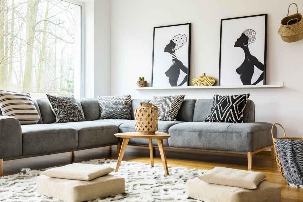 Duża sofa w szarym kolorze