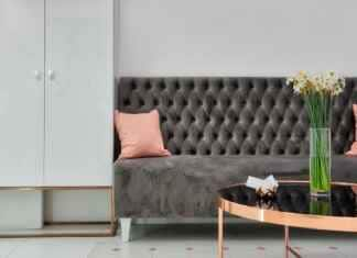 Salon z sofą