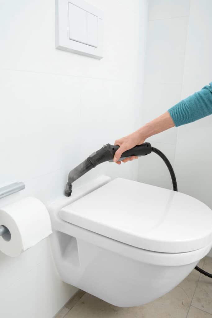 sprzątanie w łazience