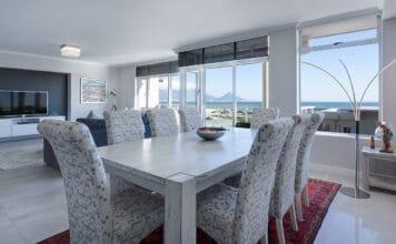 Wybór stołów do salonu